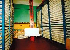 Уникальное кернохранилище, где на полках в ящиках в строгом порядке, пронумерованные, разложены керны всей двенадцатикилометровой скважины.